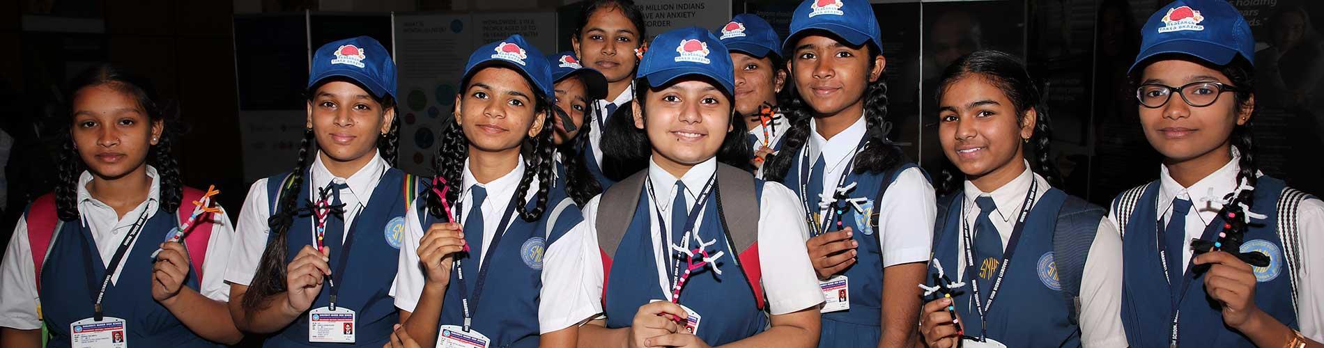 School children in India at museum exhibit